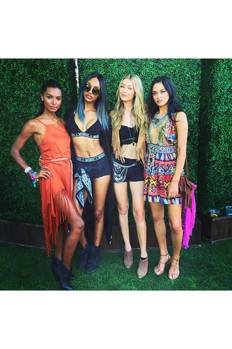 Coachella-Vogue-13Apr15-instagram-officialjdunn_59