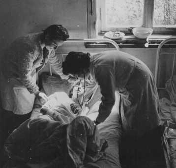 Bergen-Belsen, depois de Abril 1945, cuidados.jpg