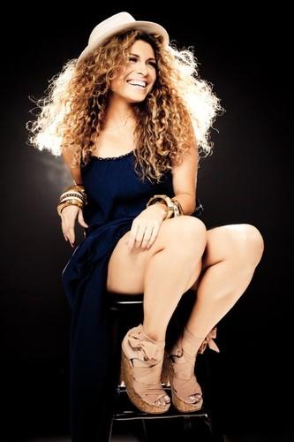 Adryana Ribeiro (cantora & compositora)