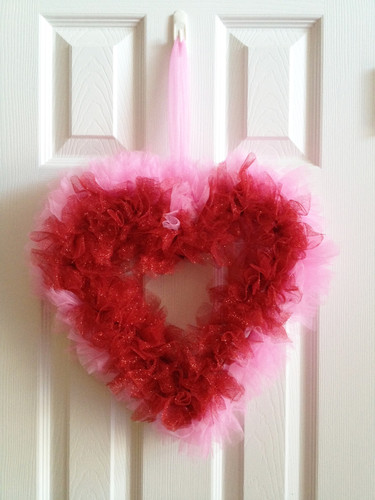Valentine-Door-Decoration-Ideas-for-White-Wooden-D