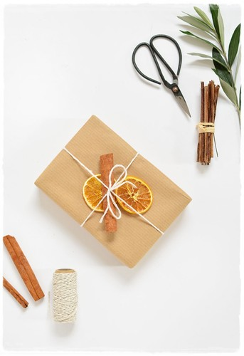 diy dried fruit gift topper.jpg