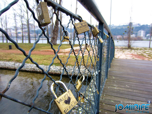 Ponte dos cadeados do amor em Coimbra, como a Pont des Arts em Paris [en] Bridge with padlocks of love in Coimbra Portugal