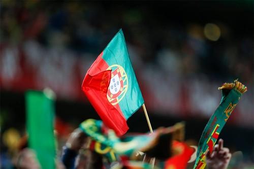 bandeira sobre cachecóis.jpg