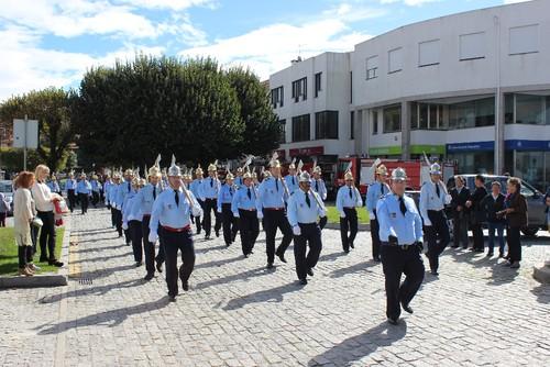 Desfile_dos_Bombeiros_pelas_ruas_da_vila_.JPG