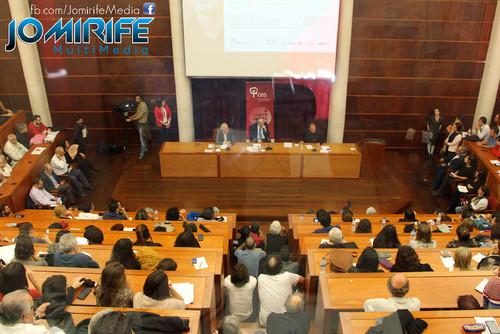 Conferência de Yanis Varoufakis sobre «Democratizar a zona Euro» na Universidade de Coimbra no dia 17 de outubro de 2015 - Auditório cheio [en] Yanis Varoufakis Conference about