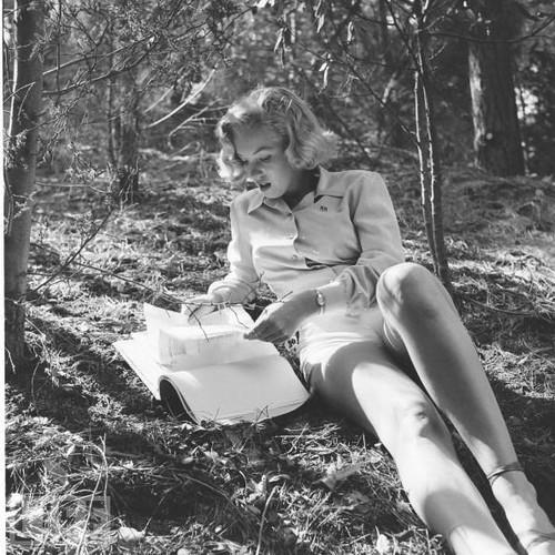 marilyn_monroe_readingpark.jpg