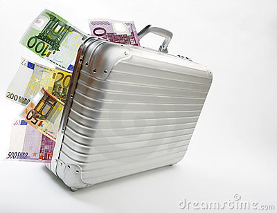 mala-de-viagem-com-euro-notas-de-banco-11645546.jp