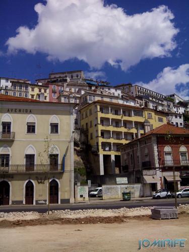 Casas na encosta da Avenida Emídio Navarro em Coimbra