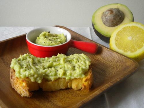 Bruschetta de abacate.jpg