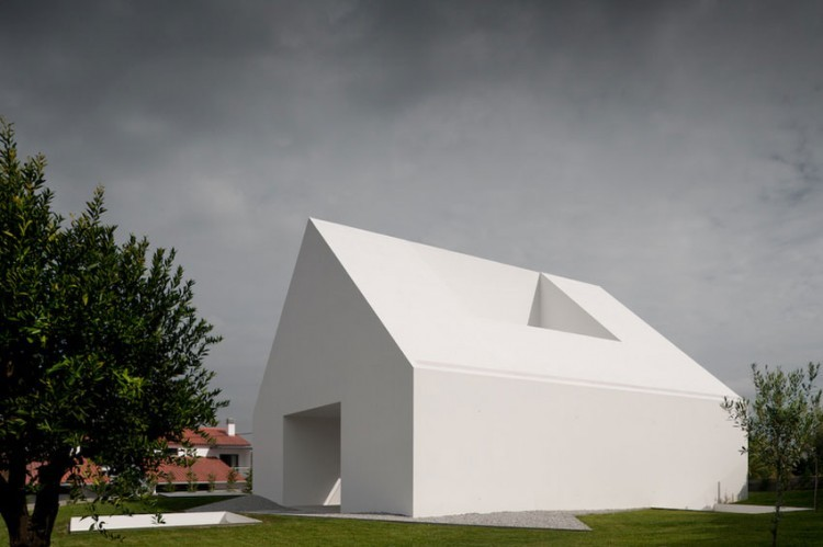 Leiria-House-01-750x499.jpg