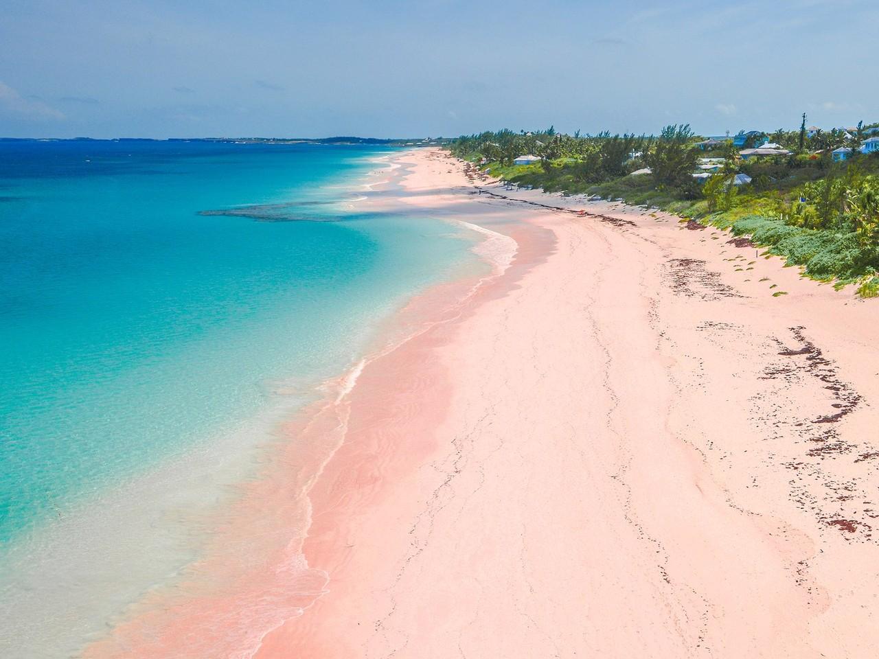 pink-beaches-harbor-island-cr-getty-548295287.jpg