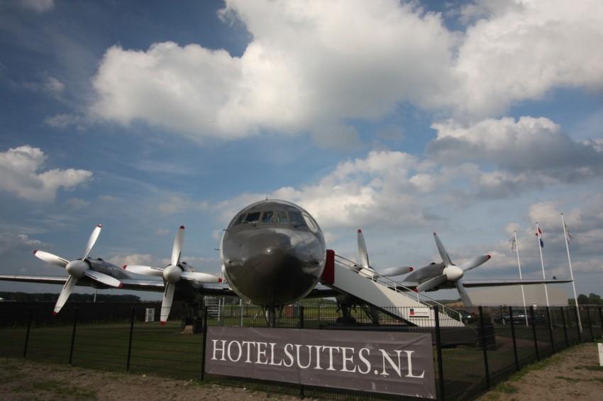 Airplane-Suite-02-850x566.jpg