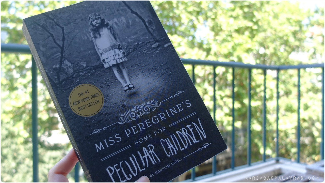 Miss Peregrine's Home for Peculiar Children | O Livro (capa)