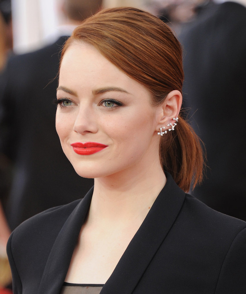 Emma-Stone-diamond-Repossi-ear-cuff-just-unexpecte