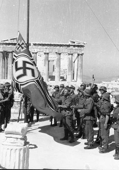 german_troops_in_acropolis1941.jpg