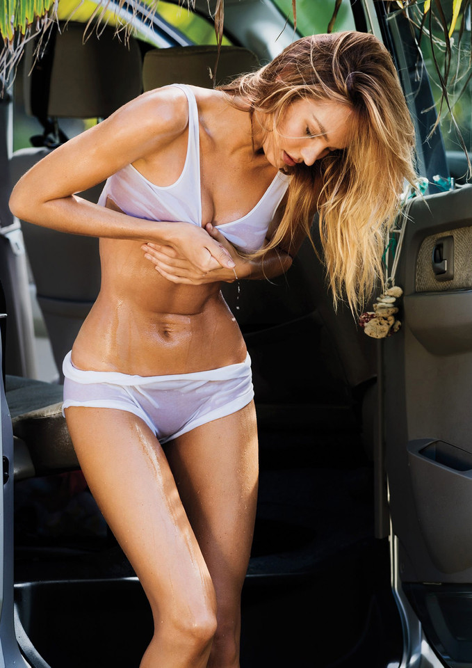 candice-swanepoel-by-gilles-bensimon-for-maxim-mar