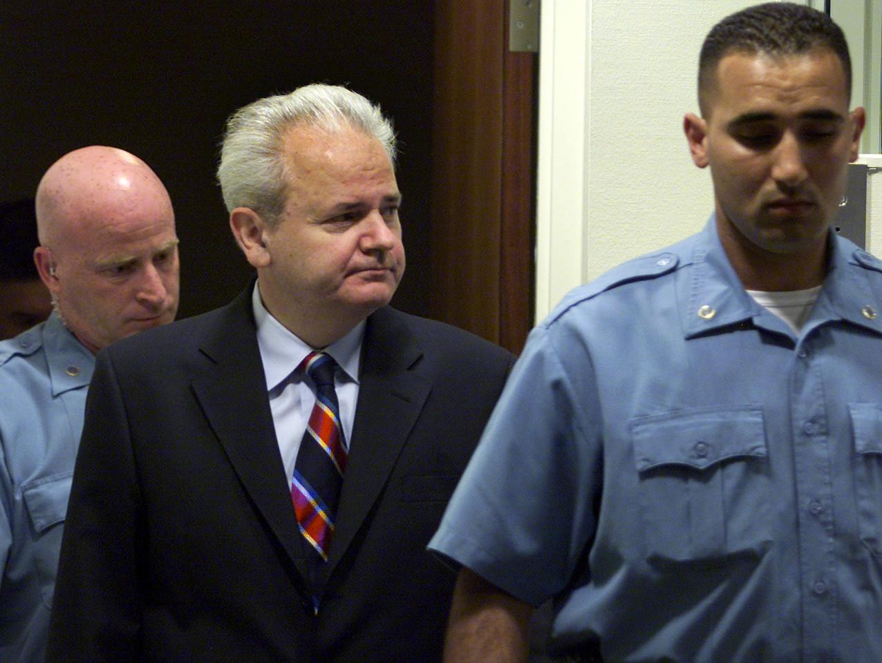 Slobodan Milosevic_prisão 2001-04-01