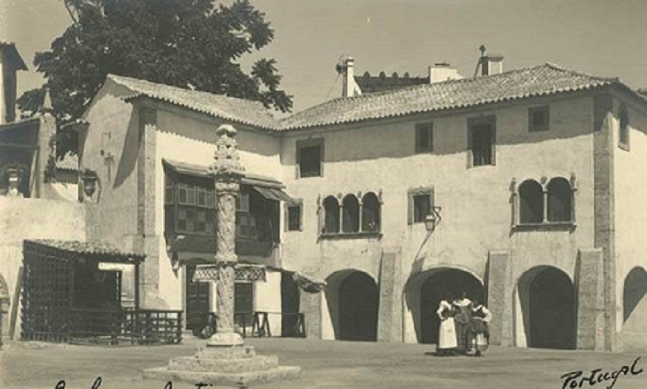 São Bento com a exposição Lisboa Antiga.jpg