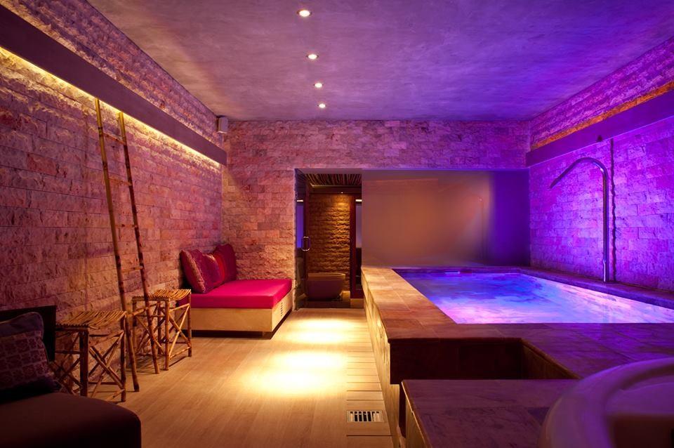 o melhor boutique hotel de espanha fica em ibiza e s tem cinco quartos casal mist rio. Black Bedroom Furniture Sets. Home Design Ideas