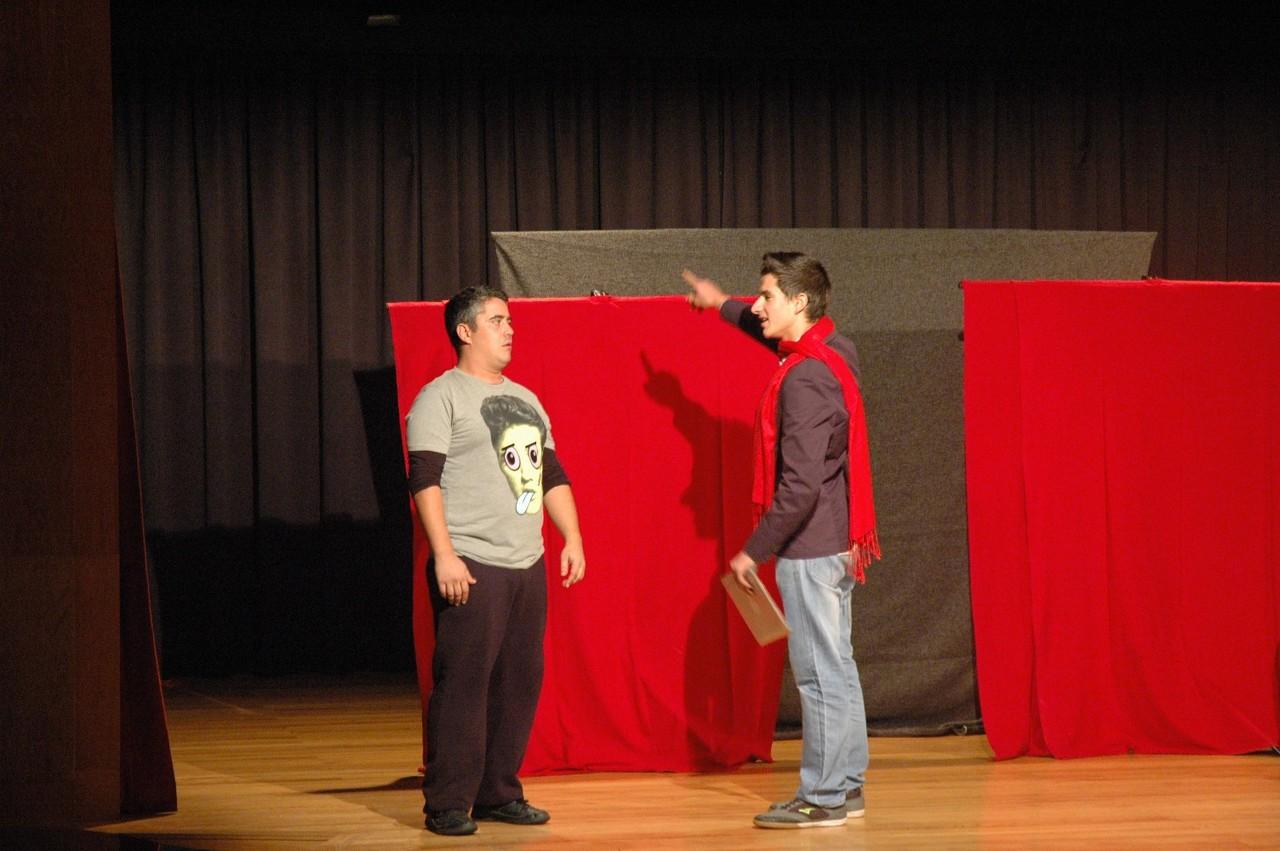 Paredes_Teatro_Debate.JPG