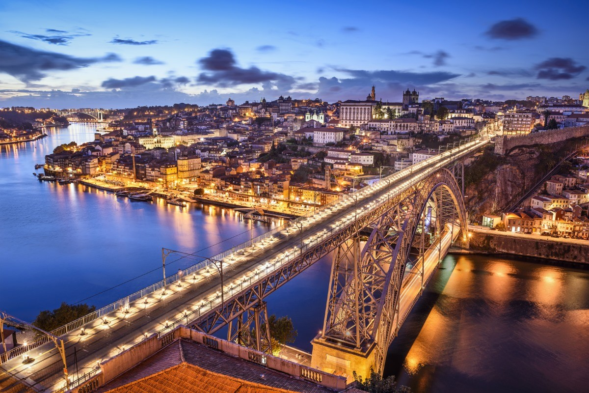 Cidade do Porto à noite. Créditos: visitportoandnorth.travel