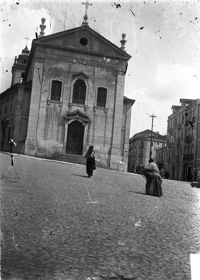 Igreja de Arroios, fachada principal.jpg