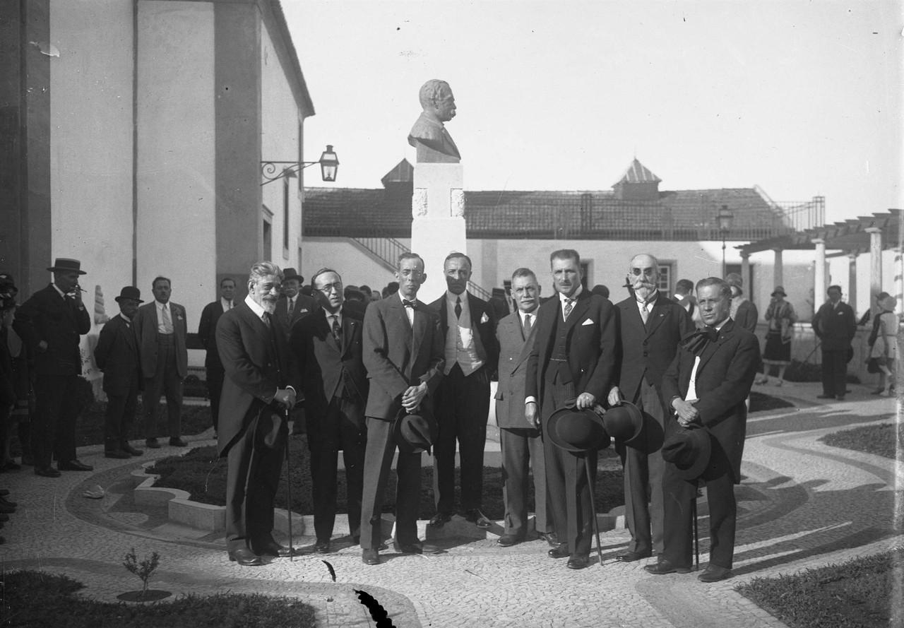 inauguração do monumento a Júlio de Castilho.jp