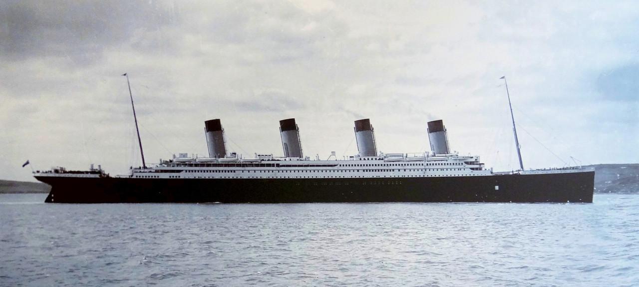 Titanic-Cobh-Harbour-1912.JPG