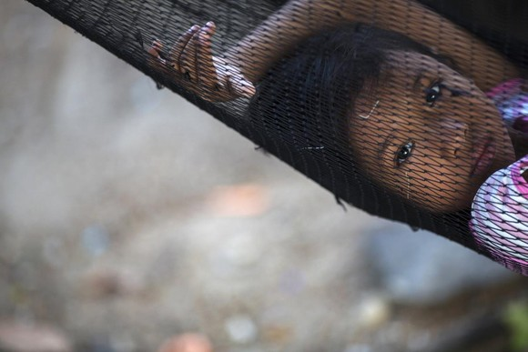 Filha pescador birmanês, Ban Nam Khem, Tailândia