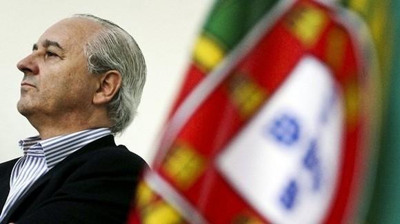 rui-rio---bandeira-de-portugal200521b0_630x354[1].