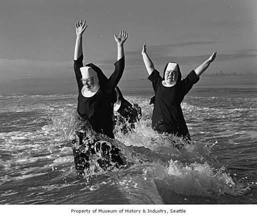 seattlearea_nuns_on_vacation_grayland_1960.jpg
