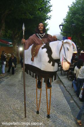 05 Garboso cavaleiro com cavalo a condizer.JPG