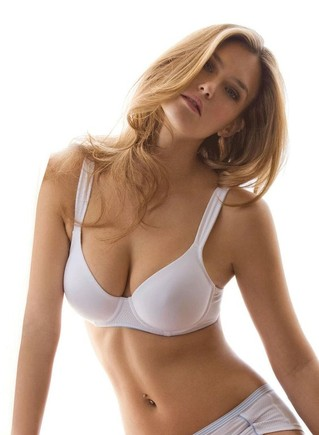 bar-refaeli-lin-nov-02.jpg