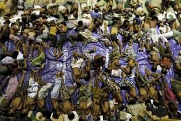 Migrantes Rohingya resgatados barcos Aceh Indonés