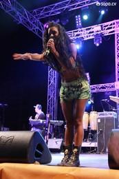 Kataleya no concerto de Anselmo Ralph na Praia