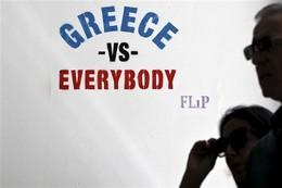 """Stencil """"Greece vs. Everybody"""", Grécia"""