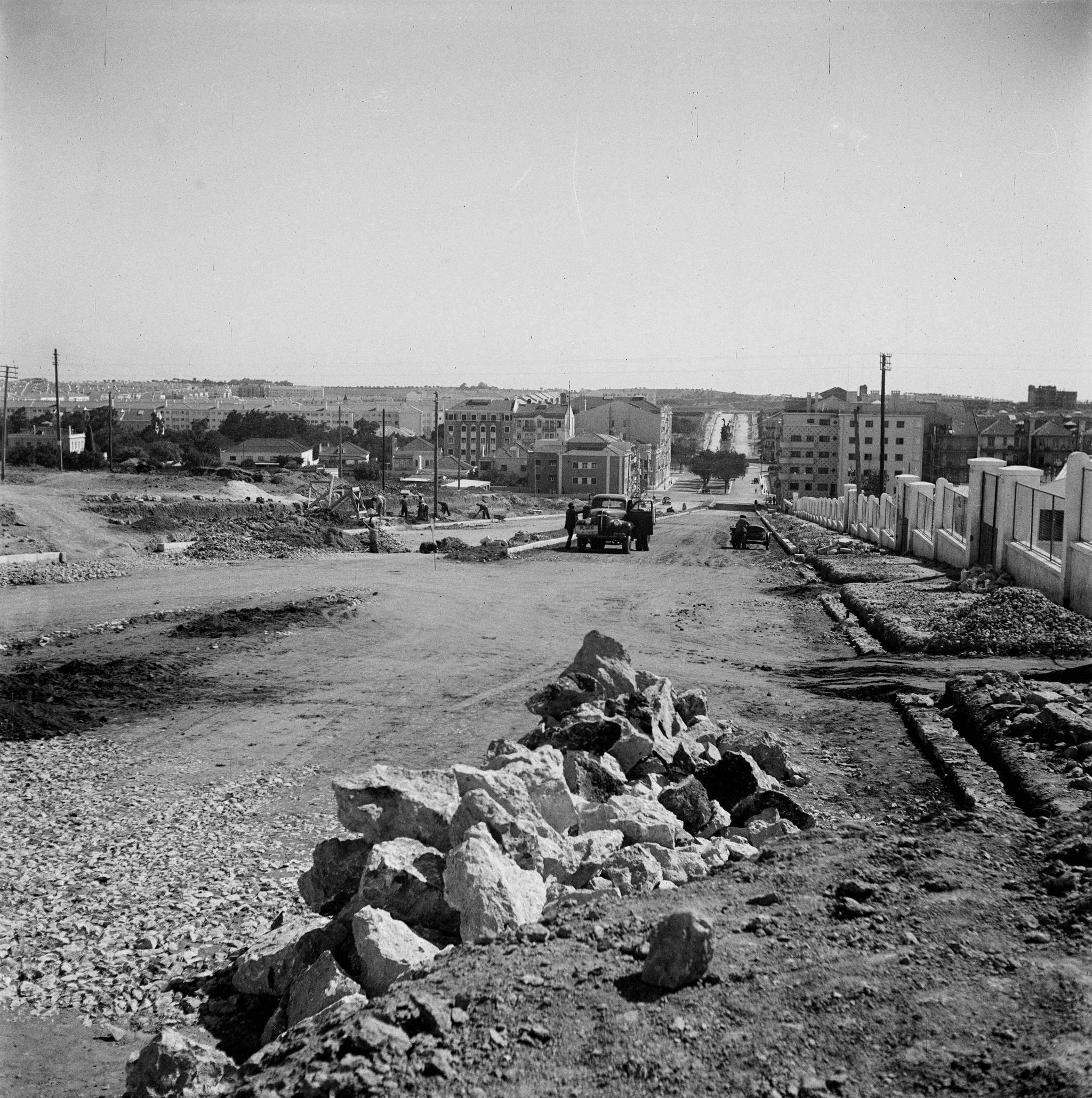 Av. 28 de Maio, Lisboa (j. Benoliel, c. 1950)