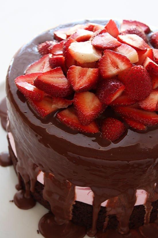 Chocolate-Covered-Strawberry-Ice-Cream-Cake-01.jpg
