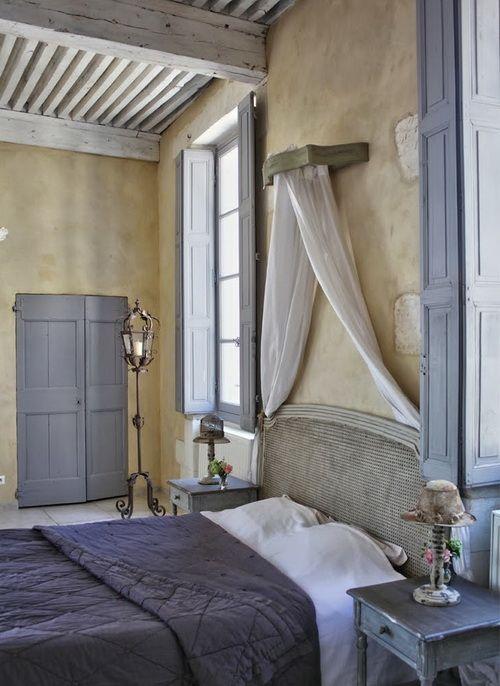 purple-accent-bedroom-closet-organizers-lamp-decor