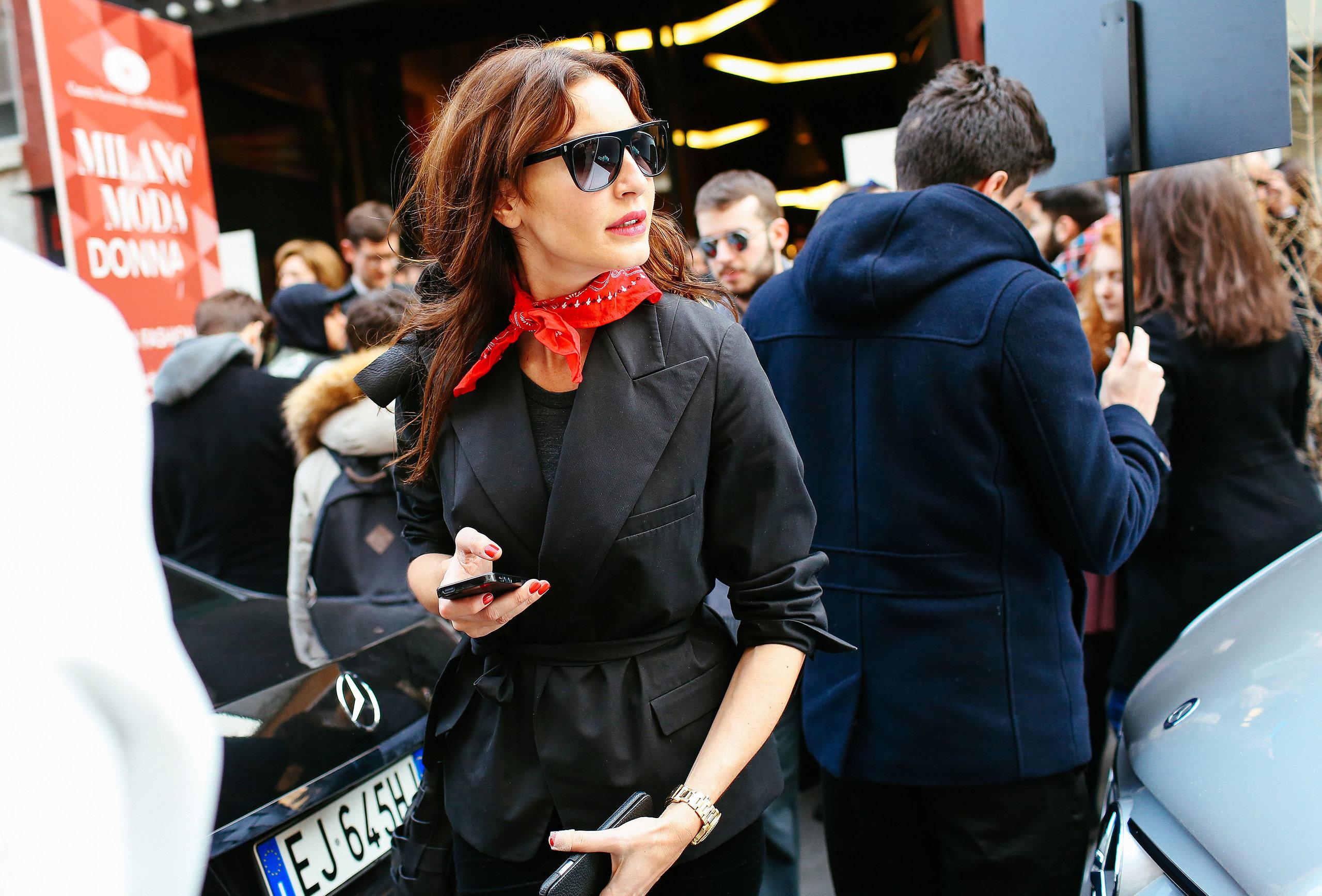holding-shop-street-style-look-bandana-print