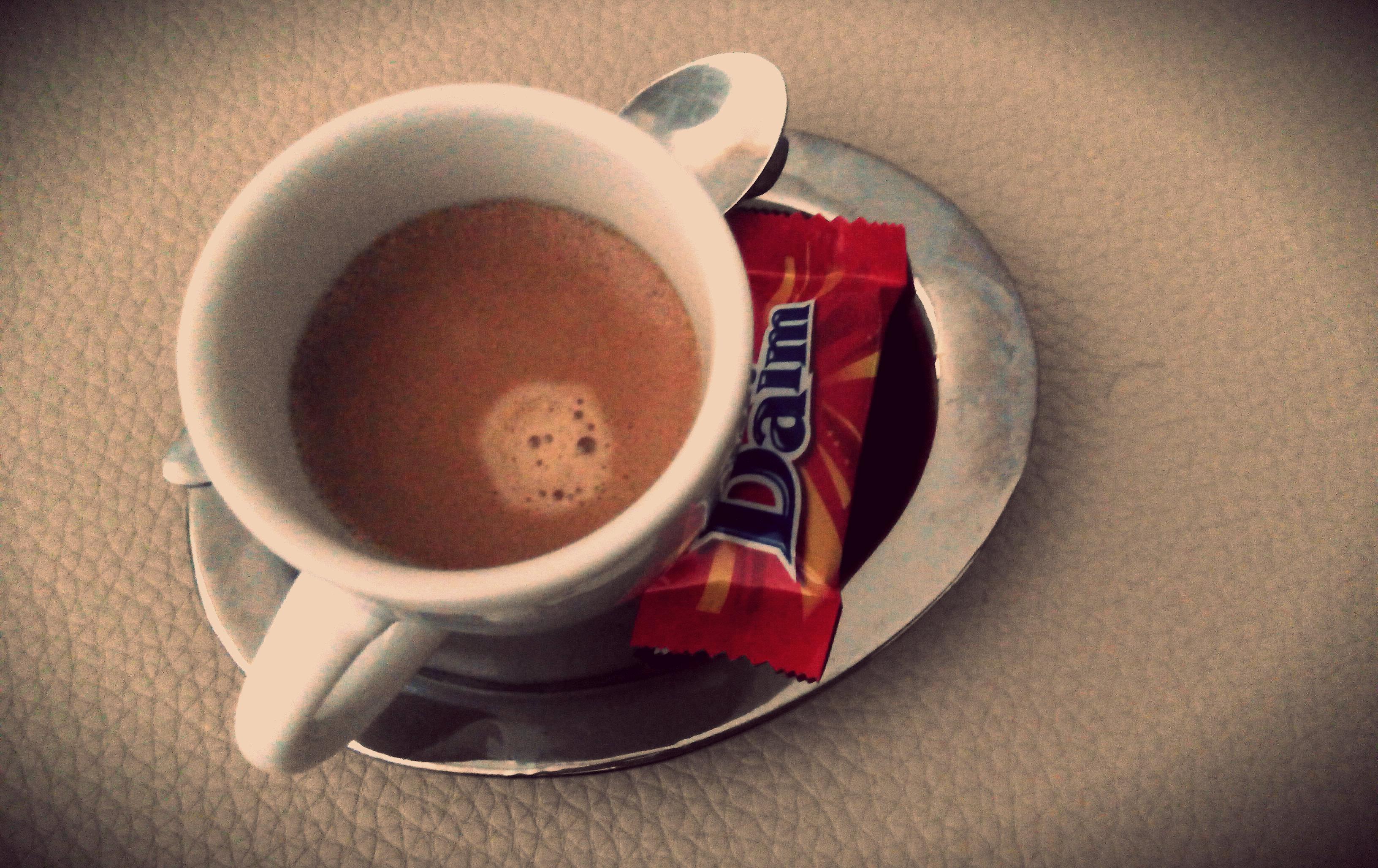 Café e um Daim - O amor está nos detalhes   Maria das Palavras