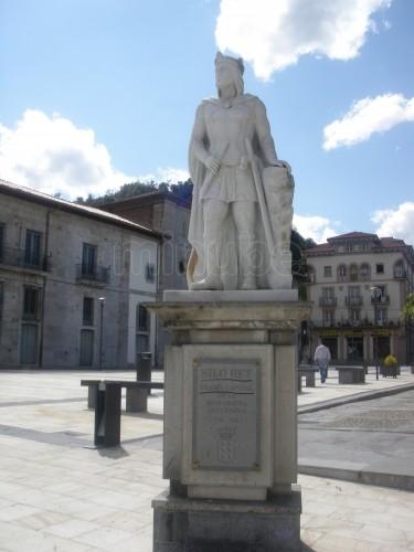 estatua-al-rey-silo_870351.jpg