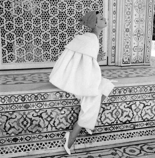 Barbara Mullen - 1956 por Norman Parkinson.jpg